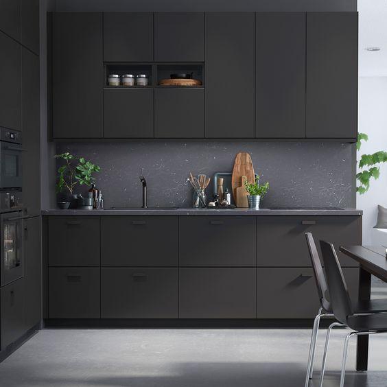 pilka_juoda_virtuve_3