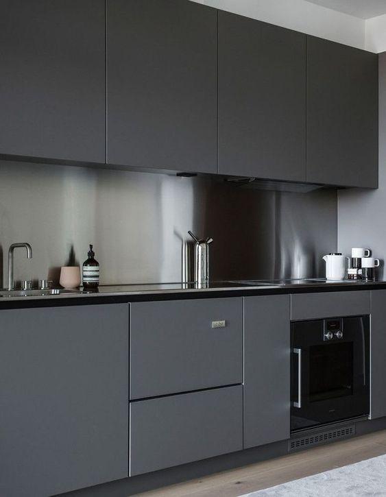 pilka_juoda_virtuve_4