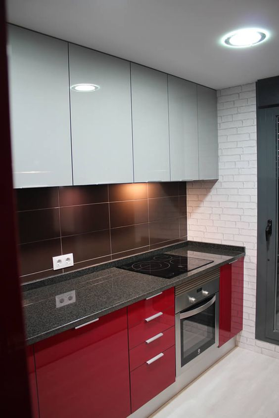 juoda_raudona_virtuve_1