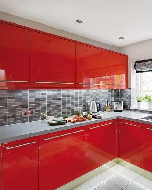 juoda_raudona_virtuve_2