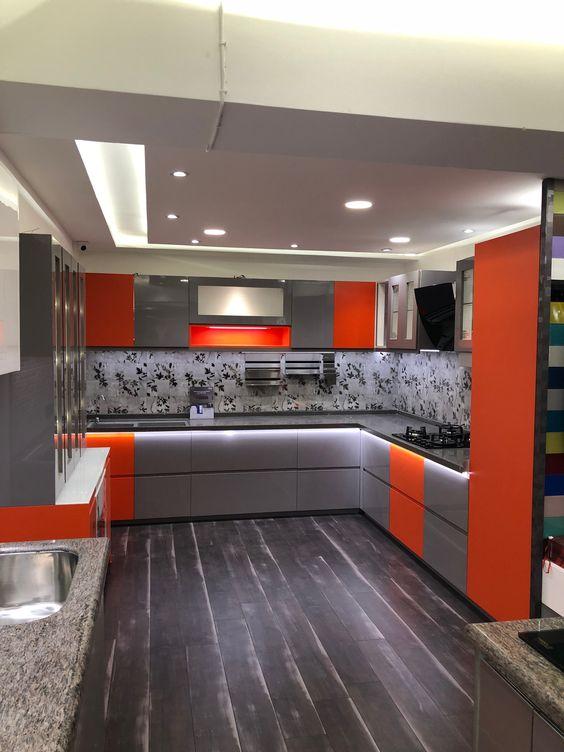 juoda_raudona_virtuve_4