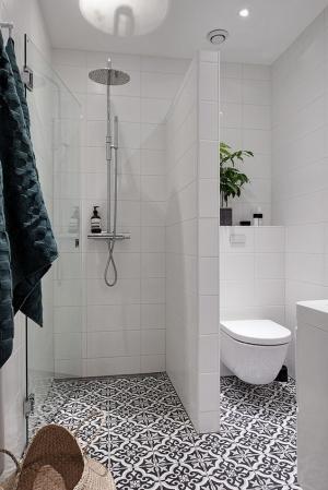skandinaviskas_minimalistinis_stilius_vonioje